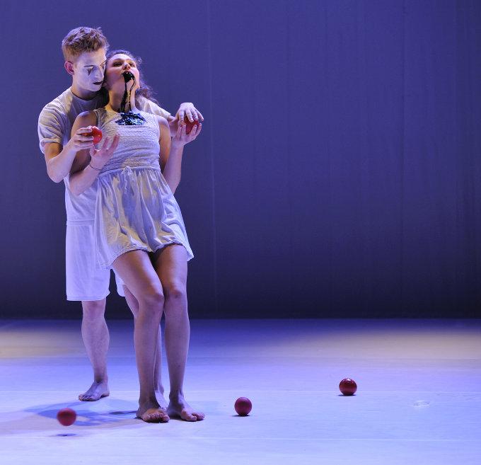 Gandini Juggling, Cløwns and Queens | Photo: Jean Christophe Bordier