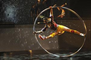 Cirque Éloize, iD | Photo: © 2010 Theatre T & Cie / Valérie Remise