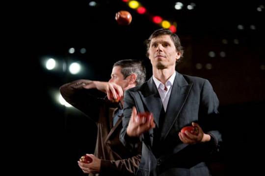 Gandini Juggling, Smashed